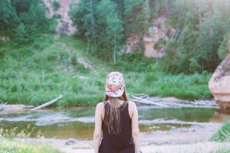 Mujer en el rio