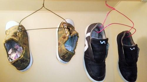 靴 干し方 ハンガー