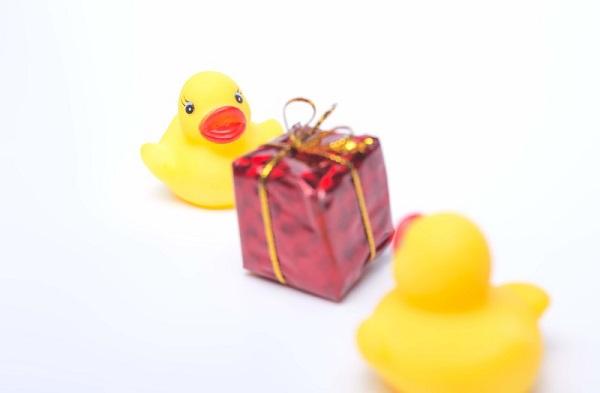 プレゼント交換 2000円 男女
